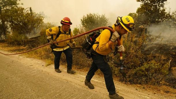 Mehrere Feuerwehrleute bei Einsatz verletzt