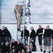 """""""Fidelio"""" als Inszenierungsgeschichte: Katrin Gerstenberger (Mitte) führt das Publikum bis zur Darmstädter Gegenwart."""