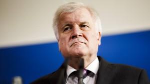 Seehofer will nicht von seinem Migrationsplan abrücken