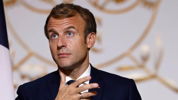 Macron als Weihnachtsmann der Nation