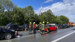 Unfall mit 15 Fahrzeugen auf der A2