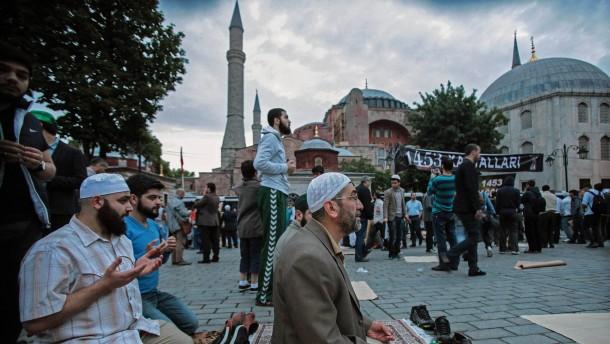 Soll die Hagia Sophia wieder eine Moschee werden?