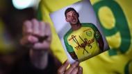 Fans des FC Nantes gedenken am Dienstagabend dem verschollenen Fußballspieler Sala.