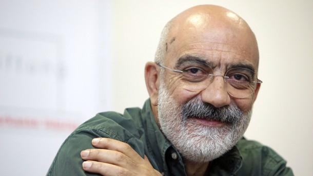 Türkischer Schriftsteller Ahmet Altan kommt unter Auflagen frei