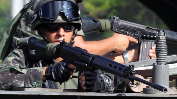 Soldaten in den Straßen von Salvador