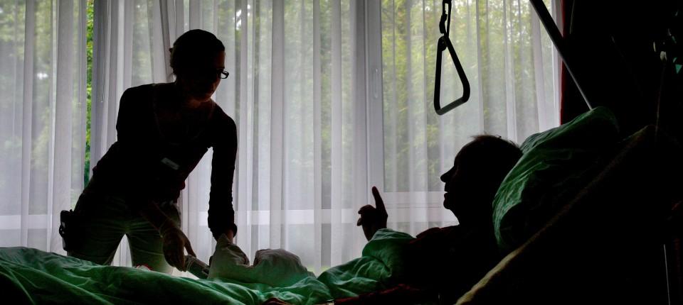 Sterbenskrank im Christophorus Hospiz in München: Was, wenn der Arzt gebeten wird, dem Leiden ein Ende zu setzen?.