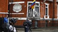 Journalisten warten vor der ecuadorianischen Botschaft in London, als sich Wikileaks-Gründer Julian Assange noch dort aufhielt.