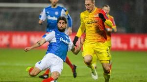 Kiel übernimmt Tabellenspitze, Duisburg mit Derby-Sieg