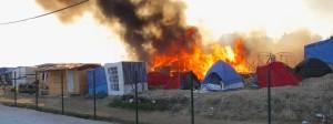 Feuer im Flüchtlingslager von Calais.