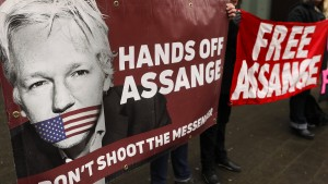 Wie denkt England über Julian Assange?