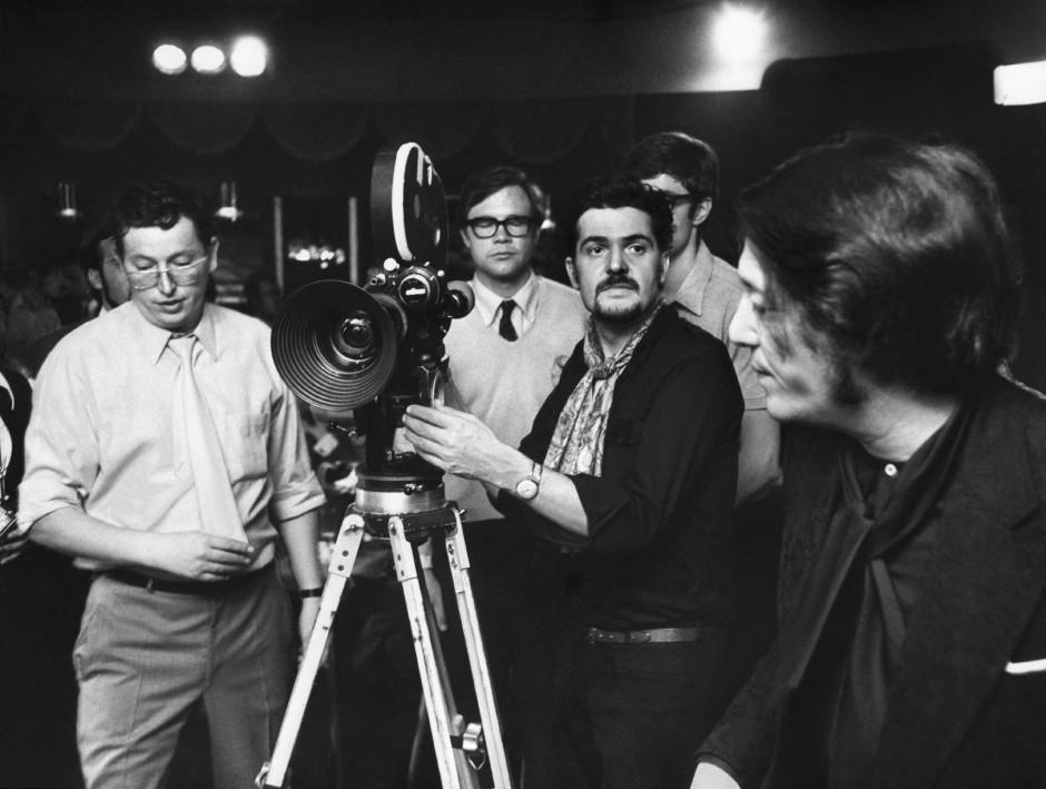 """Mit Ulrich Schamoni (links) währen der Dreharbeiten zu """"Wir zwei"""" (1969)"""