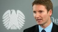 Will gezielte Desinformation unter Strafe stellen: der CDU-Rechtspolitiker Patrick Sensburg (hier im Oktober 2014 im Bundestag in Berlin).