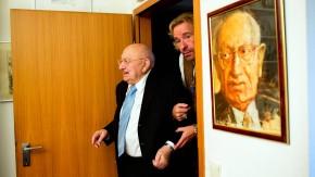 Thomas Gottschalk und Marcel Reich-Ranicki - Der Fernsehmoderator besucht den Literaturkritiker in seiner Wohnung in Frankfurt.
