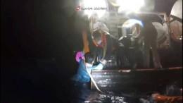 Küstenwache rettet Geflüchtete von sinkendem Schiff