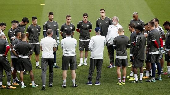 Bayern vor dem Spitzenspiel in Paris