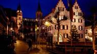 Es war einmal eine sorglose Stadt: Der Oppenheimer Markt und das Rathaus