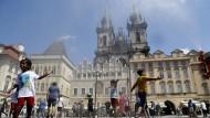 Heiße Tage in Prag: Die Sommerhitze hat auch den Markt für tschechische Staatsanleihen erreicht.