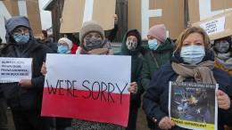 Demonstration gegen schlechte Behandlung von Migranten