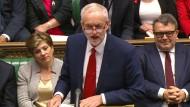 Labour-Chef Jeremy Corbyn spricht im britischen Parlament.