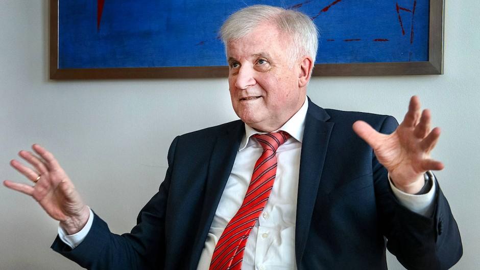 Horst Seehofer, Bundesminister für Inneres, Bauen und Heimat