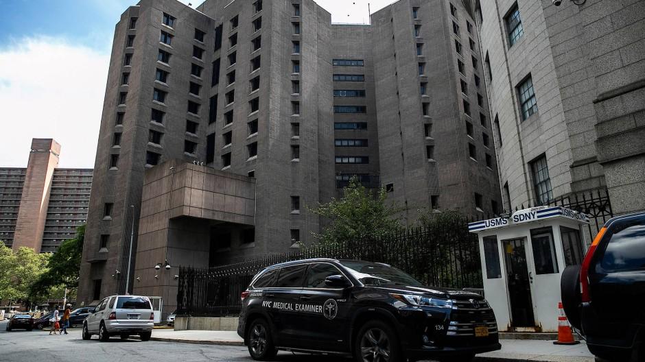 In der New Yorker Haftanstalt wurde Epstein am Samstag tot in seiner Zelle gefunden.