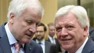 Horst Seehofer (CSU, links) und Volker Bouffier (CDU) in Berlin