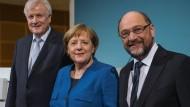 So sähe die Groko in persona aus: CSU-Chef Horst Seehofer, Bundeskanzlerin und CDU-Vorsitzende Angela Merkel und SPD-Parteivorsitzender Martin Schulz am Freitag in Berlin