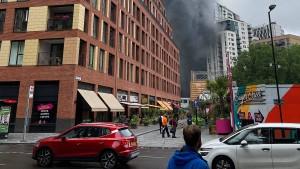Großbrand in London unter Kontrolle