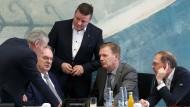 Lars-Jörn Zimmer (ganz rechts) im November mit Holger Stahlknecht, Reiner Haseloff, Markus Kurze und Ullrich Thomas.