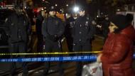 Zwei Polizisten im Streifenwagen erschossen