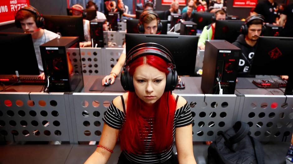 Glück im Spiel, Pech an der Börse? Gamer auf der Gamescom in Köln