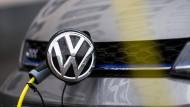 Der Autokonzern Volkswagen will nach dem Start seiner vollelektrischen ID-Modellfamilie zusätzlich einen elektrischen Kleinwagen auf den Markt bringen.