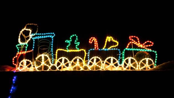 Weihnachtsschmuck -  Absurder, übertriebener und schlichtweg häßlicher Weihnachtsschmuck in Frankfurt.