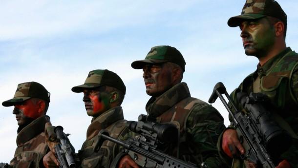 Regierung droht mit Militäreinsatz