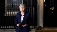 Hat weiterhin schwierige Zeiten vor sich: Premierministerin Theresa May am Mittwochabend in der Downing Street