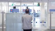Quälendes Warten: Chalid Almalki am Flughafen München