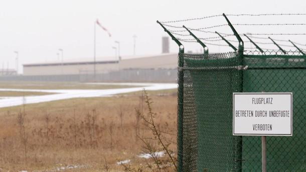 Kaninchen buddeln Granate aus: Flugplatz gesperrt