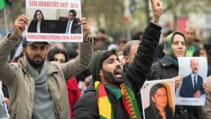 500 Menschen demonstrieren gegen die Politik Erdogans