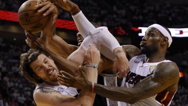 Spurs geben Titel aus der Hand