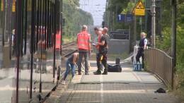 Mann stößt Frau vor Zug – Opfer stirbt