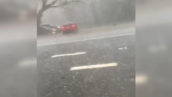 Hagel und Regenmassen sorgen für Unfälle