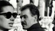 Ein Berliner Flohmarktfund, zwei Unbekannte in Schwarzweiß, aus den Tagen des Mauerfalls 1989