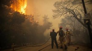 Große Feuer wüten in Griechenland