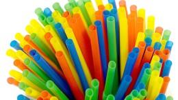 Finanzieller Druck und Verbote im Kampf gegen Plastikmüll