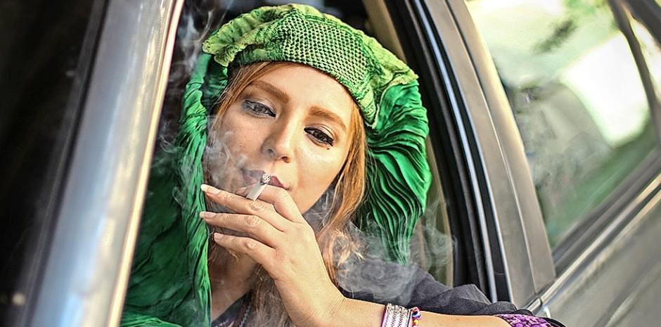 """Aus der Fotoserie """"Burqa behind the steering wheel"""" von Fatima Hossaini."""