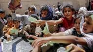 Die meisten Jemeniten überleben nur dank Nahrungsmittelrationen.