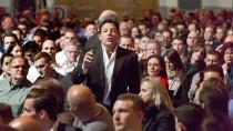 Auf Tuchfühlung mit dem Publikum: Jordan Belfort in der Frankfurter Festhalle