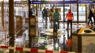 Starke Regenfälle setzen Frankfurt unter Wasser