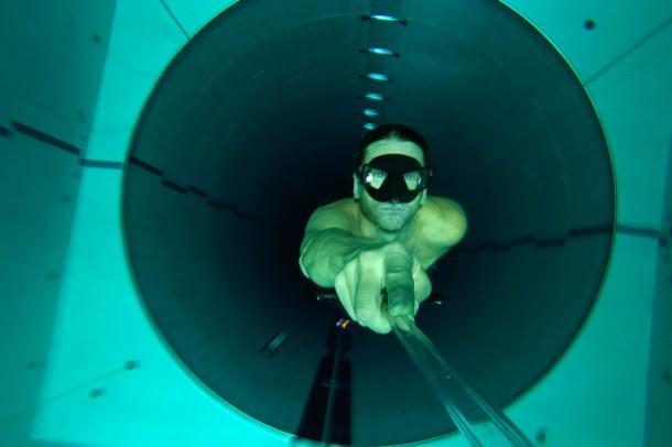 11. Dezember 2014. 42 Meter tief ist die Röhre im italienischen Montegrotto Terme, in der ambitionierte Apnoetaucher ihre persönliche Bestleistung verbessern können. Selbst der Italiener Umberto Pelizzari, Weltmeister in verschiedenen Apnoetauchdisziplinen, geht hier trainieren. Laut Guinness Buch der Rekorde ist das Schwimmbecken weltweit das tiefste für Tauchen mit und ohne Atemgerät.