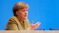 Kanzlerin Angela Merkel stellt sich in Berlin in der Bundespressekonferenz den Fragen der Journalisten.